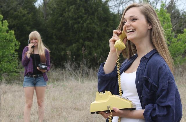 電話で会話の画像